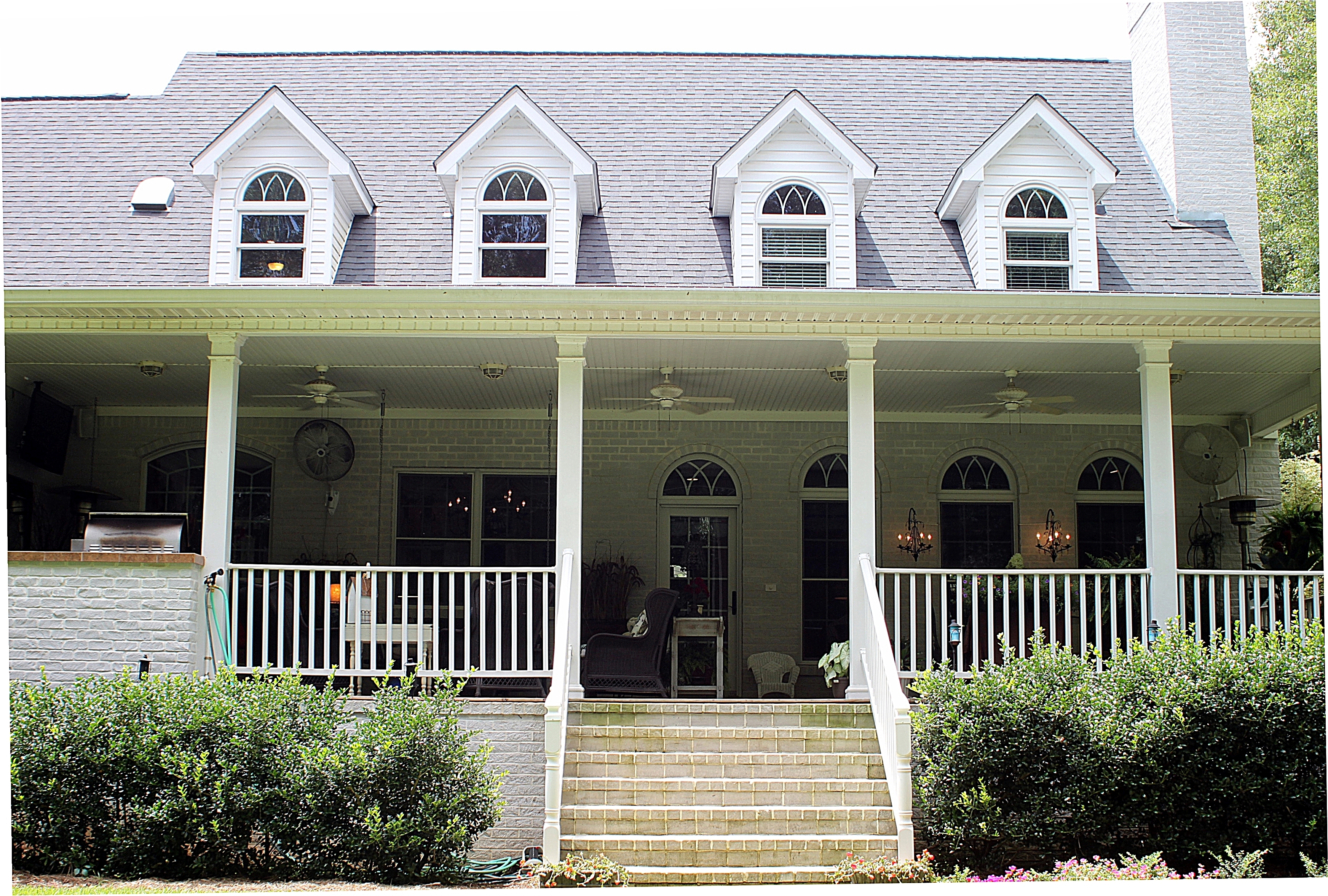 Southern porches the soul of the house beautifulgardener for Southern homes with porches